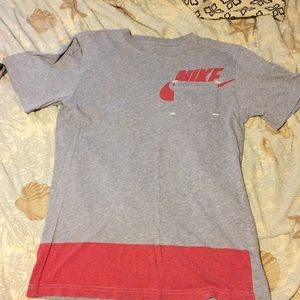 Nike pocket T-shirt with the logo and stripe small